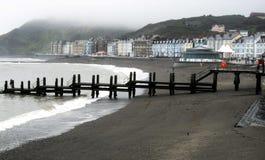 Misty Aberystwyth Coastal Landscape Arkivfoto