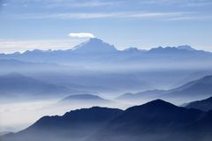 Free Misty Blue Andean Mountain Landscape Background Royalty Free Stock Photo - 148956595