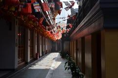 Misty Hallway binnen Chinese Tempel Shanghai Royalty-vrije Stock Afbeeldingen
