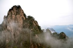 Misty Huangshan Mountains Stock Foto's