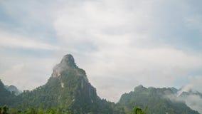Misty Limestone Rocks Timelapse Sok de Khao, Tailândia vídeos de arquivo