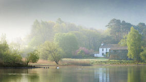 Misty Morning all'acqua di Derwent Immagine Stock