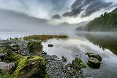 Misty Morning, Buttermere, Meerdistrict, het UK Stock Afbeeldingen