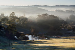 Misty Morning an Hahndorf-Hügel, Süd-Australien Stockbild