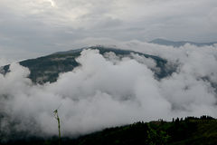 Misty morning at mountains covered under clouds Royalty Free Stock Photography
