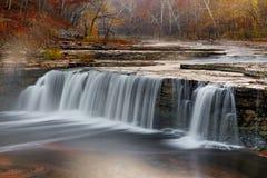Misty Morning Waterfall imagens de stock