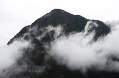 Misty Mountain Peak Lizenzfreie Stockfotos