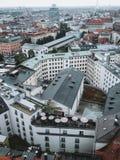 Misty Munich City in de Horizon van Duitsland van hierboven Royalty-vrije Stock Afbeeldingen