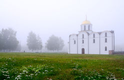 Misty September morgon i Vitebsk Arkivbilder