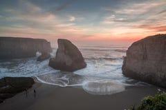 Misty Sunset At Shark Fin liten vik Royaltyfria Foton