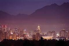 Misty Twilight, Vancouver-Skyline Stockfoto