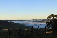 Misty Valley in Nieuw Zeeland Royalty-vrije Stock Afbeelding