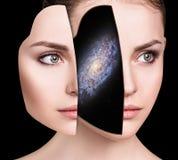 Mistyczny galaxy wśrodku kobiety ` s głowy obrazy royalty free