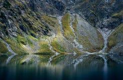 Mistyczny halny jezioro Zdjęcia Royalty Free