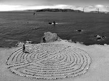Mistyczny labitynt przy ziemiami kończy w San Fransisco z widokiem przy sławnym Golden gate bridge, Kalifornia, usa Zdjęcie Stock