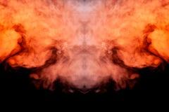 Mistyczny wzór barwiony dym czerwony i biały w formie ducha twarzy z fangs tworzy uczucie strach na a royalty ilustracja