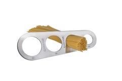 Misura degli spaghetti (isolata su bianco) immagine stock libera da diritti