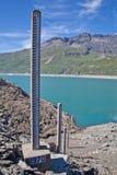 Misura del livello d'acqua della diga Fotografie Stock