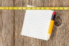 Misura della carta per appunti, della matita e di nastro Immagine Stock Libera da Diritti