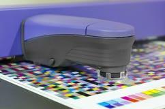 Misura dello strumento dello spettrofotometro Fotografie Stock