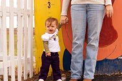 Misura di altezza del bambino Immagini Stock