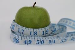 Misura di nastro e di Apple Fotografia Stock Libera da Diritti