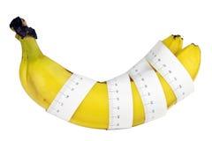 Misura di nastro intorno alla banana Fotografie Stock