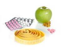 Misura di nastro, pillole di dieta e frutta Fotografia Stock Libera da Diritti