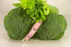 Misura di nastro sana del sedano dei broccoli Immagine Stock