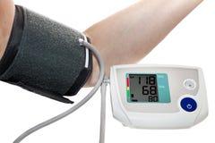 Misura di pressione sanguigna Fotografie Stock Libere da Diritti