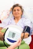 Misura di pressione sanguigna di Digital Fotografia Stock