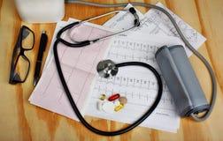 Misura di pressione, stetoscopio Fotografie Stock Libere da Diritti