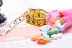 misura e pillole di nastro Fotografia Stock Libera da Diritti
