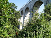 Misura il ponte ferroviario del viadotto Immagini Stock Libere da Diritti