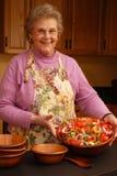 Misura-per-un-Re dell'insalata della nonna Fotografie Stock Libere da Diritti