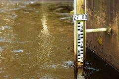Misurare del livello dell'acqua fotografie stock libere da diritti