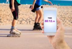 Misurazione del tempo con il mio smartphone fotografia stock libera da diritti