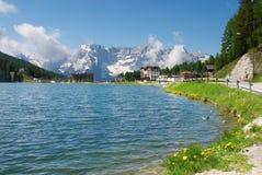 Misurina 's meer in de Alpen Royalty-vrije Stock Foto's
