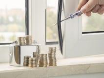 Misvormde vensterband nieuw isolerend rubber om wind te verhinderen het venster in te gaan koud van de weerbescherming en bespari royalty-vrije stock afbeeldingen