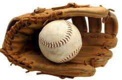 Mitón de béisbol y beísbol con pelota blanda fotografía de archivo libre de regalías