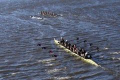 MIT在查尔斯赛船会人的学院EightsWilliams学院小船俱乐部头赛跑  免版税库存照片