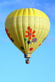 Mit Blumenheißluft-Ballon Lizenzfreies Stockbild