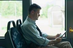 Mit dem Bus reisen Lizenzfreie Stockfotografie