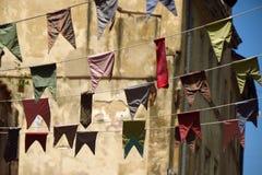 Mit dem Kopfe stoßen, bunte Parteiflaggen Lizenzfreie Stockbilder
