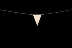 Mit dem Kopfe stoßen, Dreiecke mit einen Weiß auf Schnur für Fahnenmitteilung Stockbilder