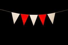 Mit dem Kopfe stoßen, fünf rot und weiße Dreiecke auf Schnur für Fahne messa Lizenzfreies Stockbild