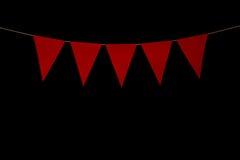 Mit dem Kopfe stoßen, fünf rote Dreiecke auf Schnur für Fahnenmitteilung Stockbilder