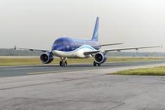 Mit einem Taxi fahren Airbusses A320 Ural Airlines Lizenzfreie Stockfotos