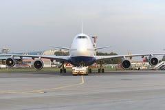 Mit einem Taxi fahren Airbusses A320 Ural Airlines Lizenzfreies Stockbild