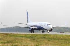 Mit einem Taxi fahren Nordstar-Fluglinien Boeing-737 Stockfotos